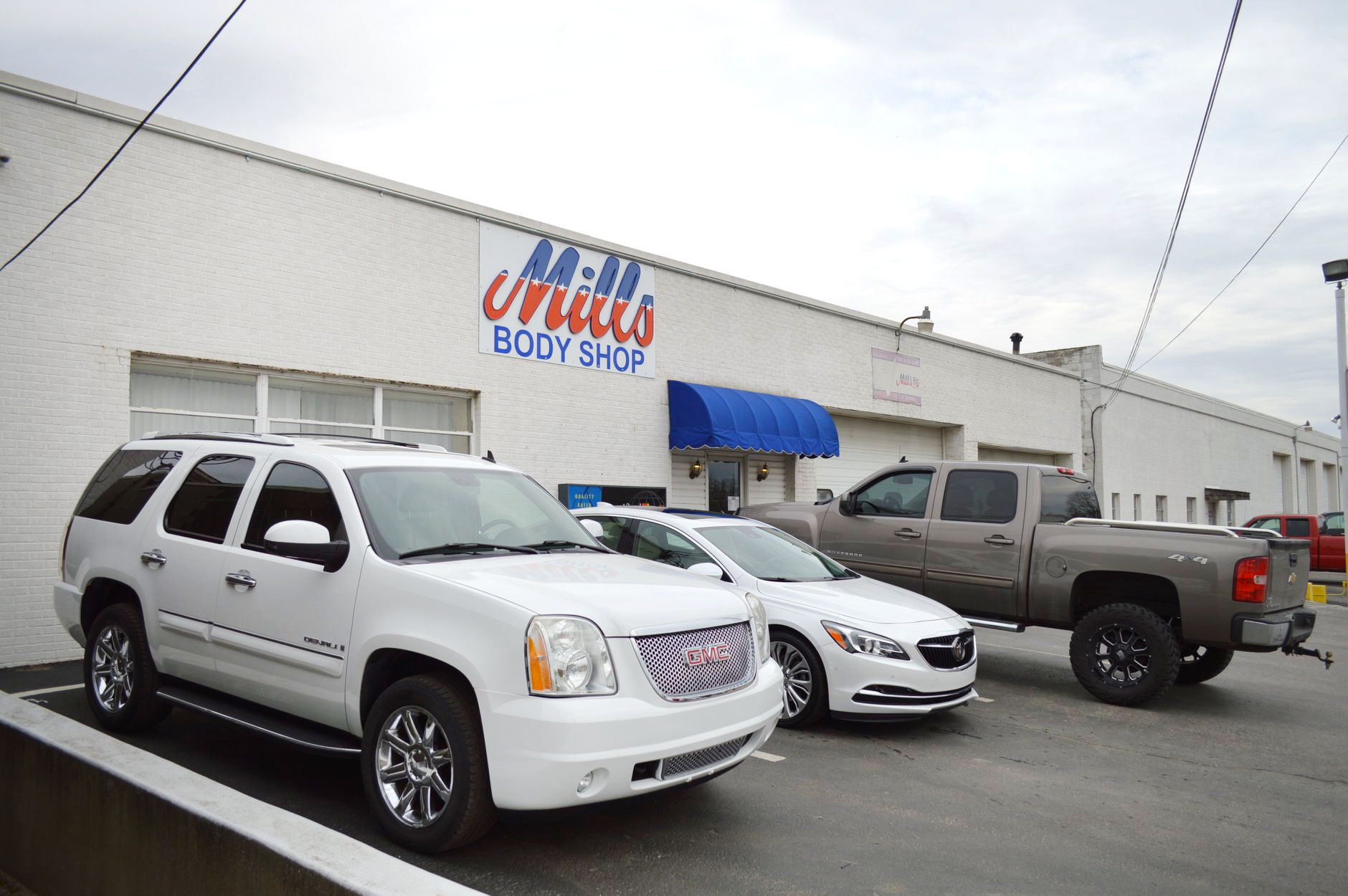 Collision Repair Shops Near Me >> Mills Body Shops Auto Repair And Body Shop Evansville In
